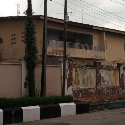 6 bedroom fully detached duplex with 2bedroom bq available for lease